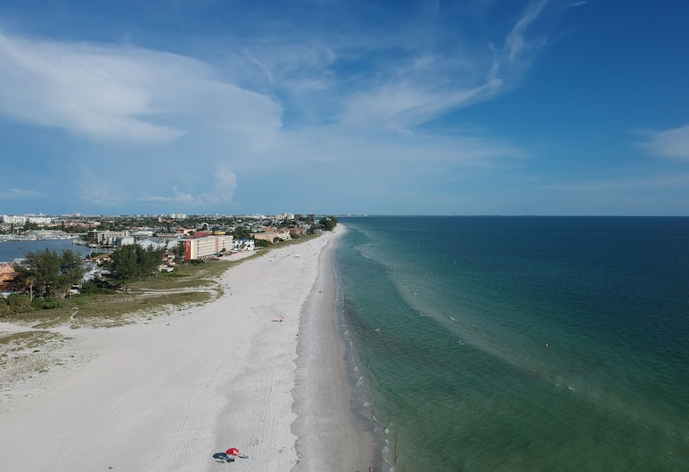 The Molloy, Treasure Island, Beach