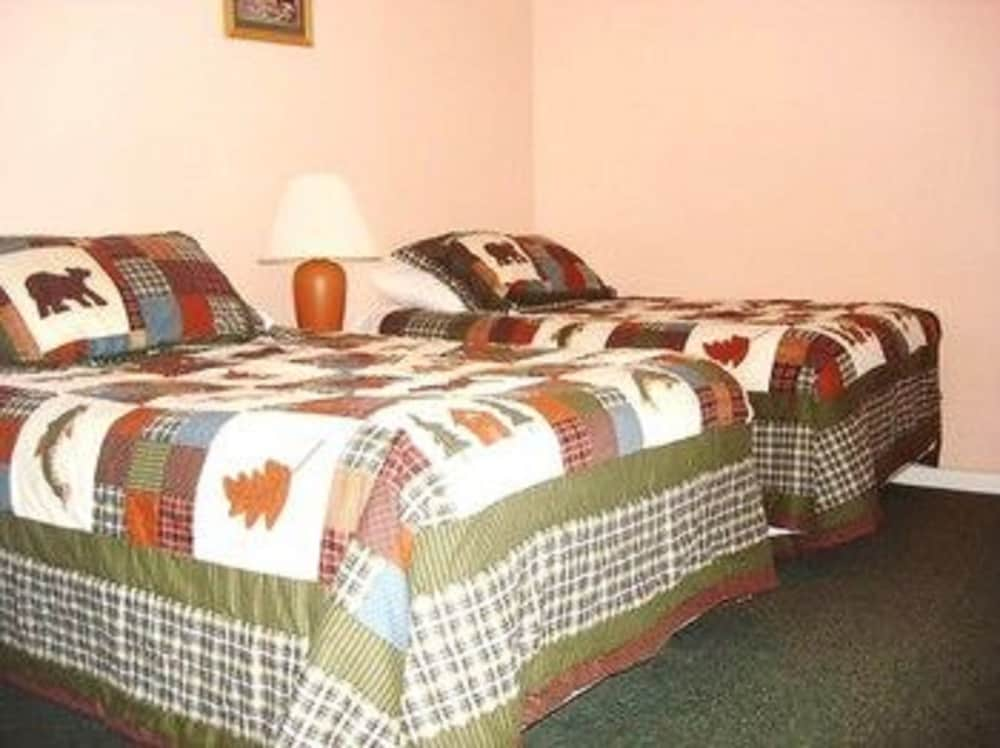 Good Patio Motor Court, Carroll, Standard Cabin, 2 Double Beds, Non Smoking,