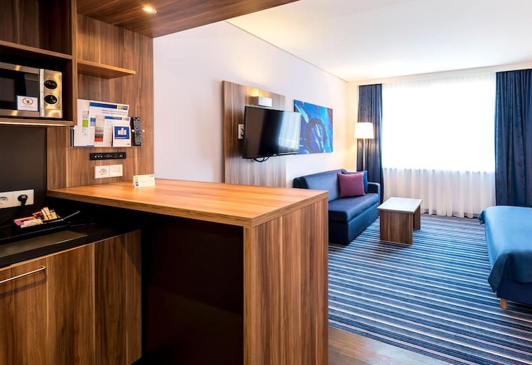 Holiday Inn Express Bremen Airport, Bremen, Zimmer, 1 Doppelbett, Nichtraucher, Kochnische, Zimmer