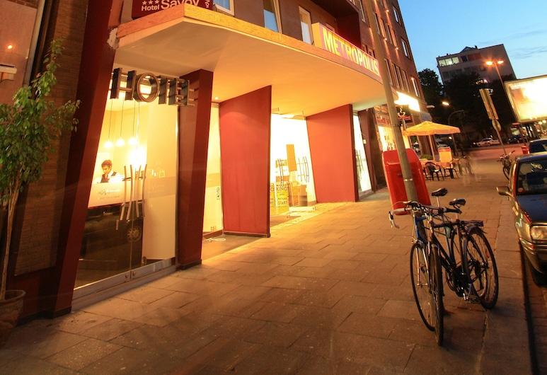 Hotel Savoy , Hamburg, Fasada hotelu — wieczorem/nocą