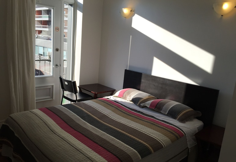 Hotel Star Montreal, Montreal, Standard Double Room, 1 Queen Bed, Guest Room