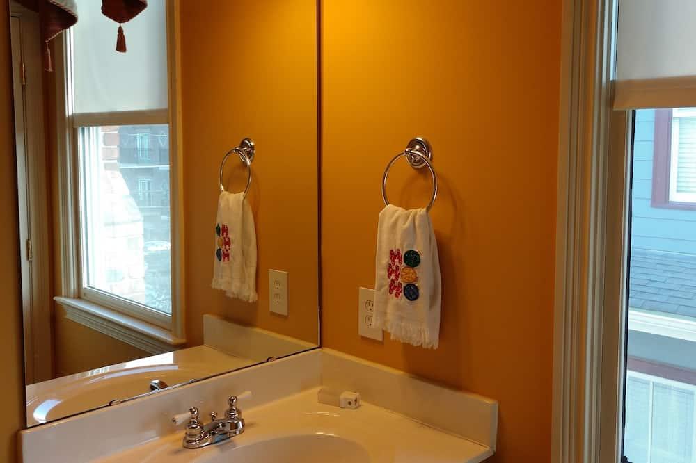 Стандартний двомісний номер, суміжна ванна кімната (Red room) - Ванна кімната