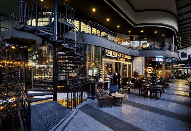 アキーラ トンロー バンコク - スモール ラグジュアリー ホテルズ オブ ザ ワールド, バンコク, ホテルのフロント - 夕方 / 夜間