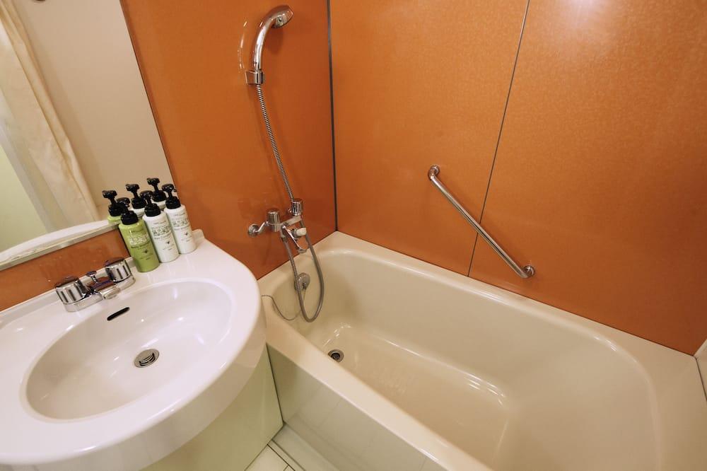 Standard Double with Bunk Non-Smoking - Bathroom