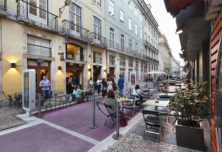Hello Lisbon Cais do Sodre Apartments, Lisbon, Outdoor Dining