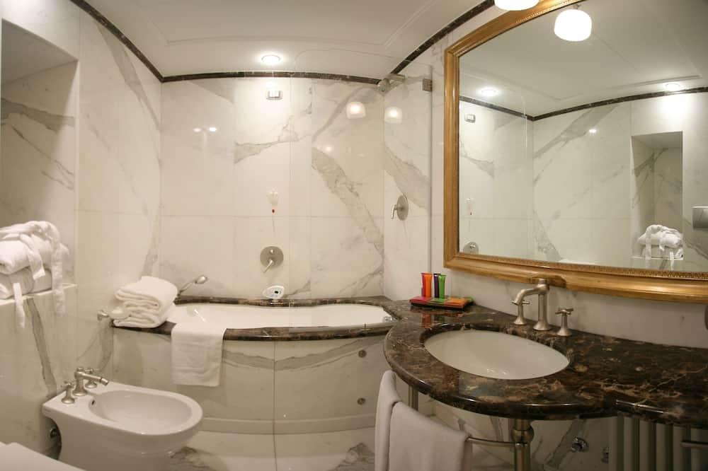 Dvojlôžková izba typu Exclusive, s výhľadom do záhrady - Kúpeľňa