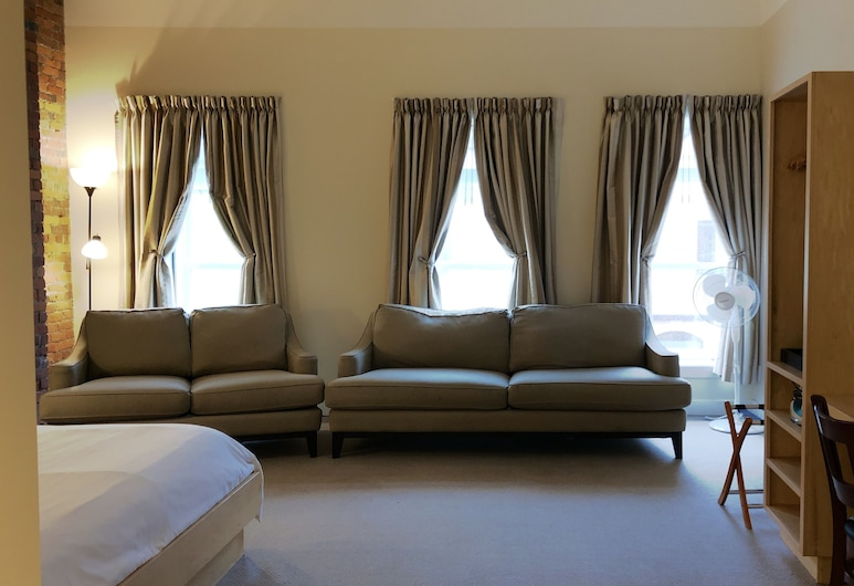 The Franklin Hotel, St. John's, Signature Room, 1 King Bed, City View, Guest Room