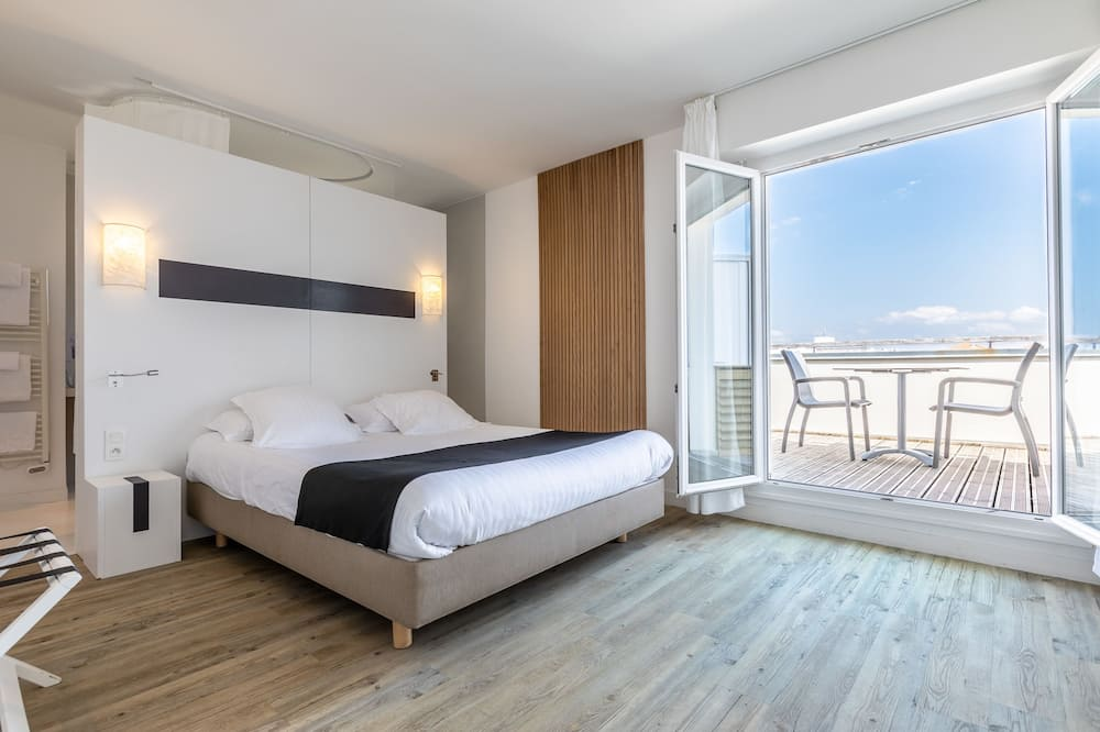 Deluxe Room, 1 Queen Bed, Non Smoking (Larger Room) - Guest Room