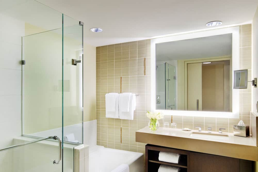 Executive Suite, 1 King Bed, City View - Bathroom