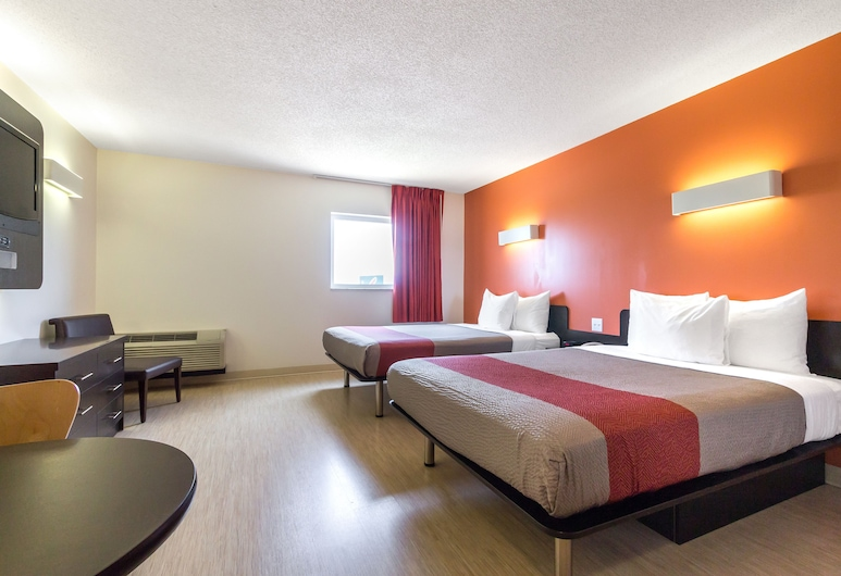 Motel 6 Kingston, ON, Kingston, Deluxe Room, 2 Queen Beds, Non Smoking, Kitchenette, Guest Room