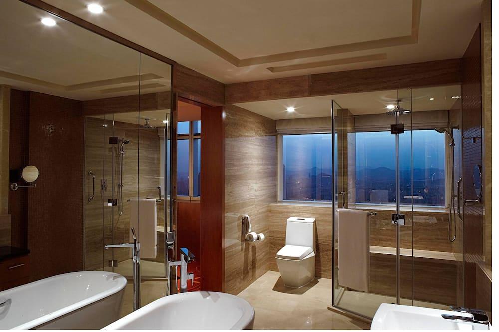 Premier Room, 1 King Bed, View - Bathroom