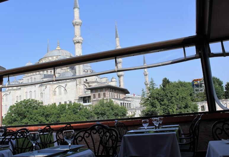 Ararat Hotel, Istambuł, Obiekty restauracyjne na zewnątrz