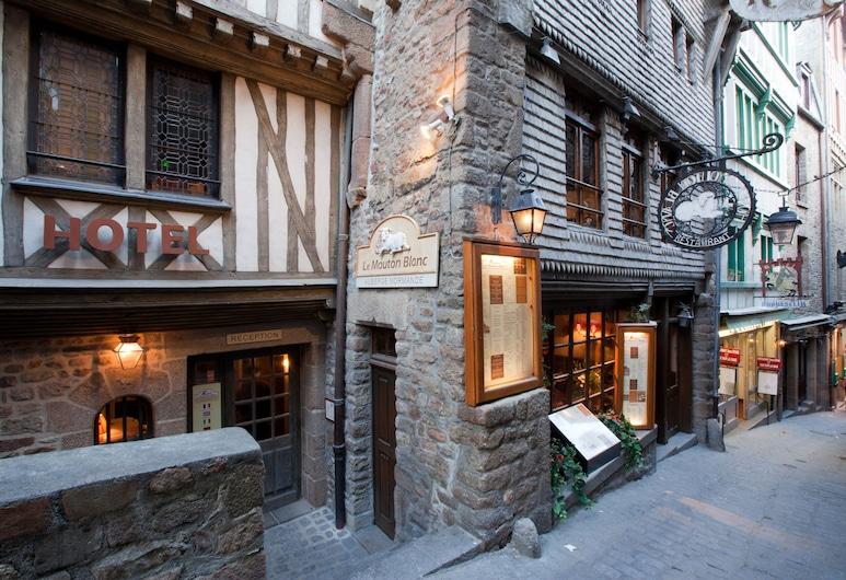Hotel le Mouton Blanc, Le Mont-Saint-Michel, Průčelí hotelu