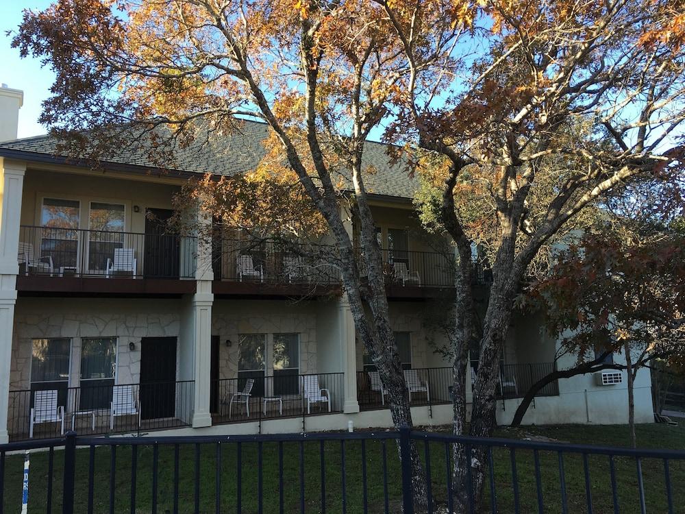 Mountain Star Lodge, Austin