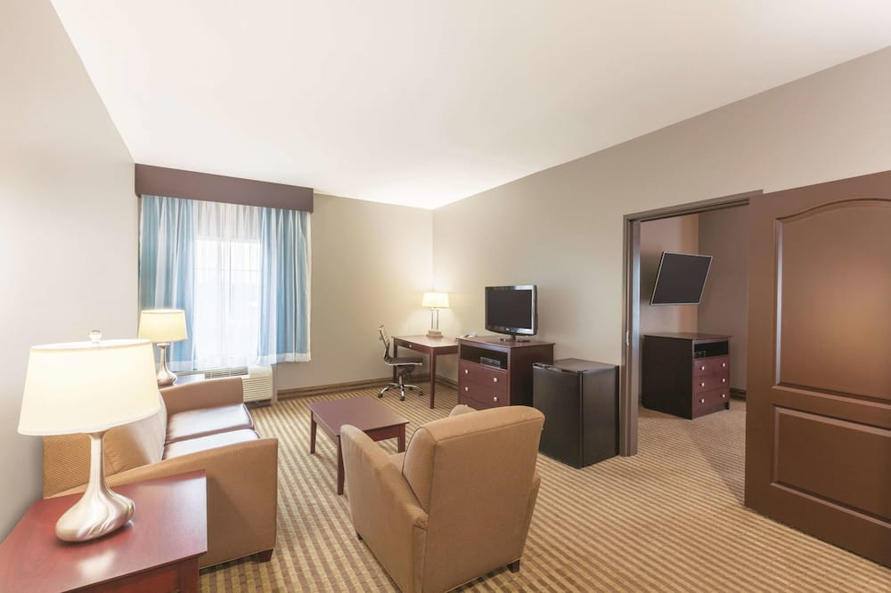 Deluxe Suite, 1 King Bed, Non Smoking (Deluxe Family Suite) - Guest Room