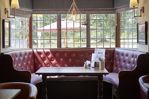 阿德伯里紅獅飯店