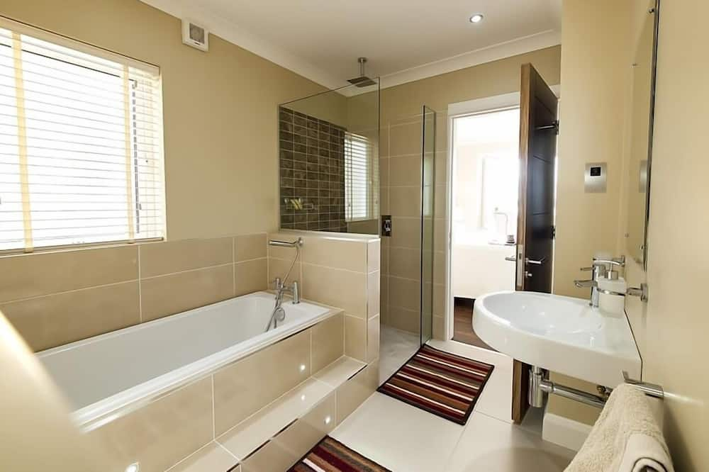 Superior Double Room, Ensuite, Garden View - Bathroom