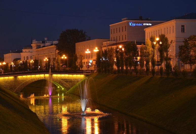 布拉克飯店, 喀山, 飯店入口 - 夜景