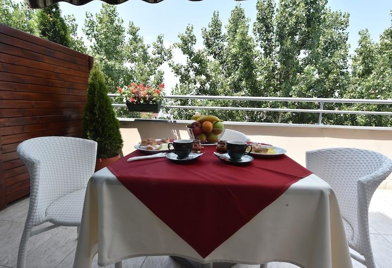 巴尔干加尼酒店, 贝尔格莱德, 室外用餐
