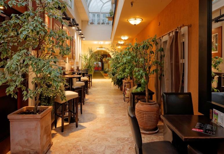 Enjoy Inn, Plzen, Sala de estar en el lobby