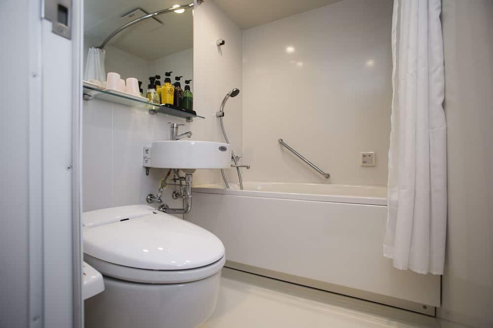 Superior Triple Room, Non Smoking - Bathroom