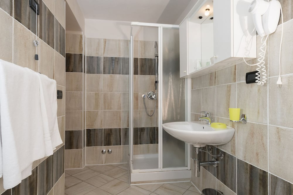 Kamar Quadruple - Kamar mandi