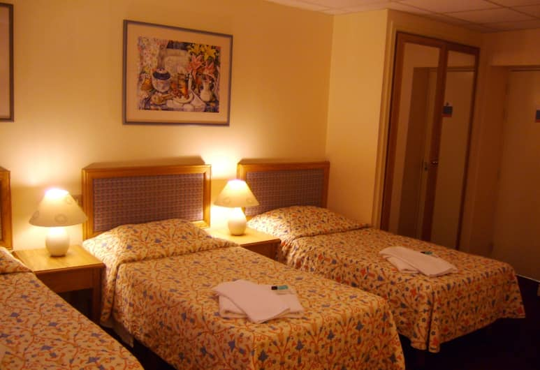 Throstles Nest Hotel, Liverpool, Triple Room, Ensuite, Guest Room