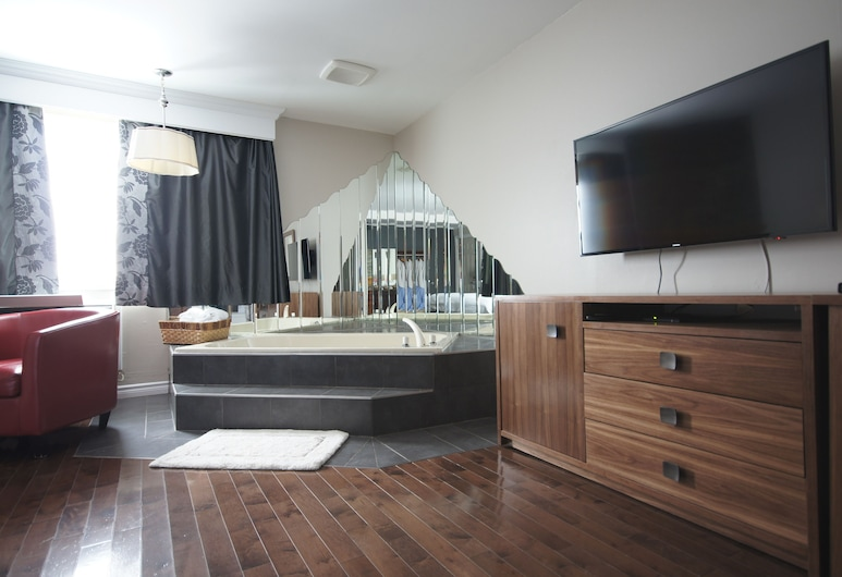Motel Le Deauville, Trois-Rivieres, Romantic Suite, 1 Bedroom, Smoking, Hot Tub, Living Area