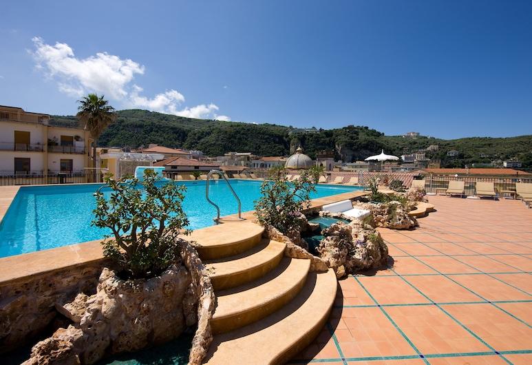 Grand Hotel La Favorita, Sorrento, Outdoor Pool