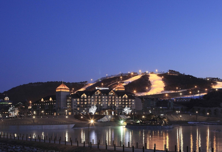 InterContinental Pyeongchang Resort Alpensia, an IHG Hotel, Pyeongchang, Hotel Front – Evening/Night