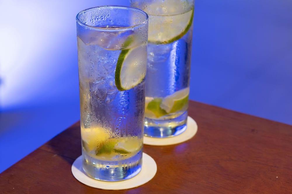 Bar junto a la alberca