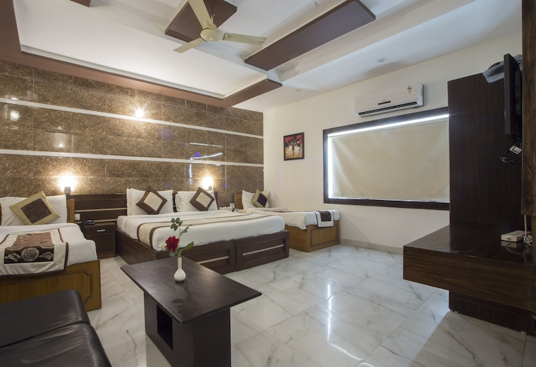 Optimum Tara Palace, Agra, Family Room with Complimentary Railway Station Pickup., Guest Room