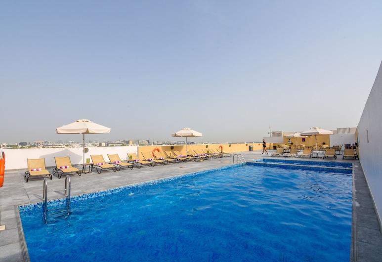 بريمير إن مطار دبي الدولي, دبي, حمام سباحة على السطح