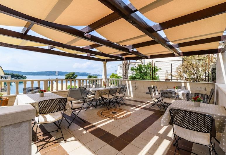 Villa Lavandula, Trogir, Appartement, 1 slaapkamer, terras, uitzicht op tuin, Terras