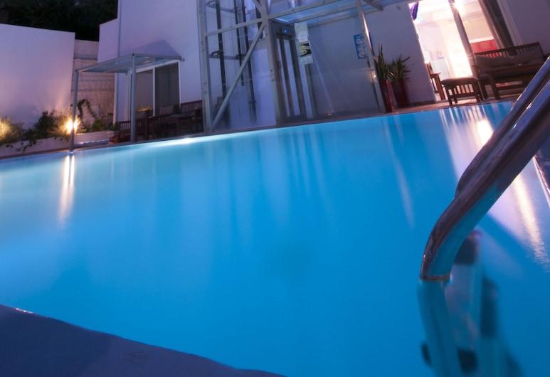 Parthenon Hotel, Rodosz, Kültéri medence