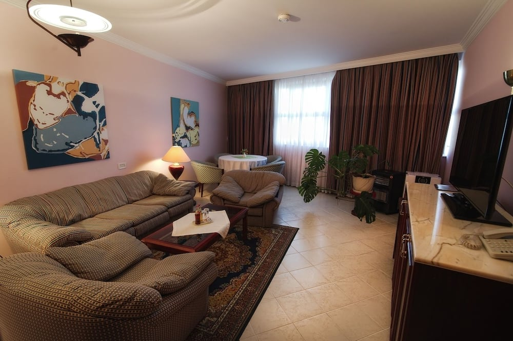 Presidential Suite, 1 Bedroom, City View - Living Room