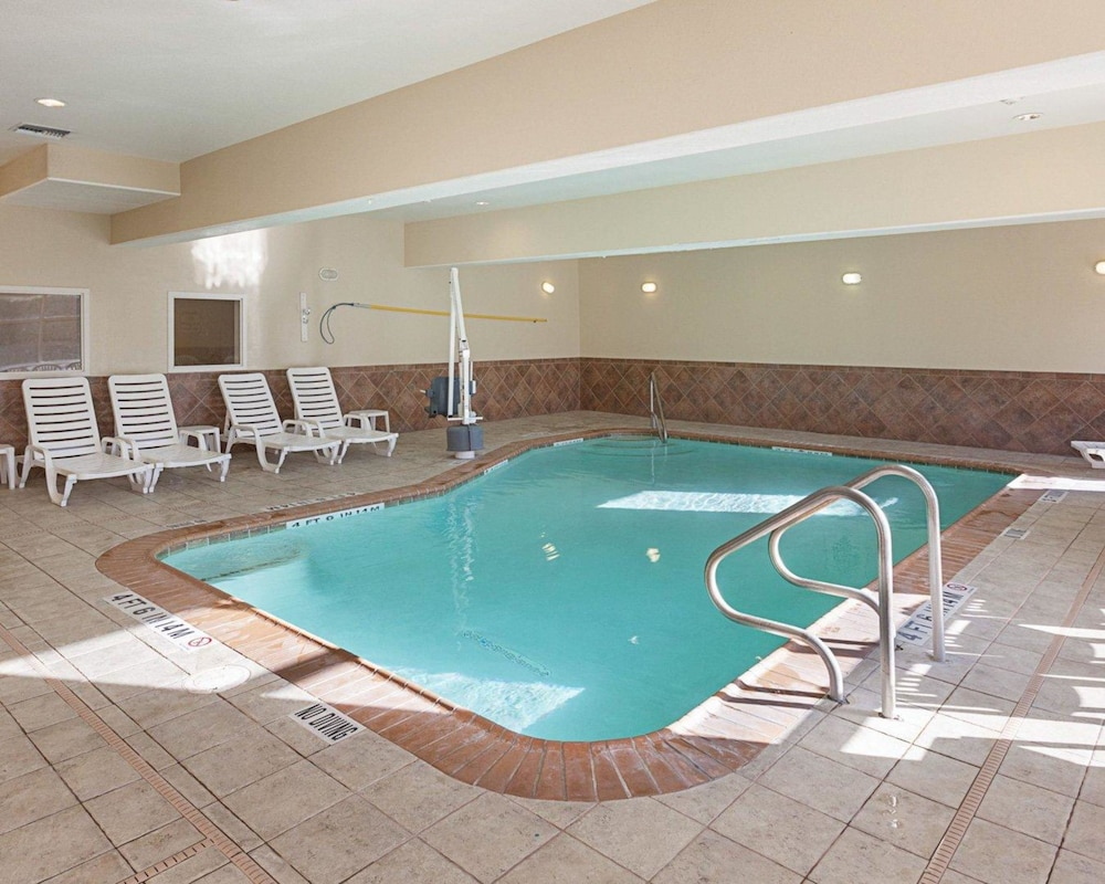 Book Comfort Suites Medical Center near Six Flags in San Antonio ...