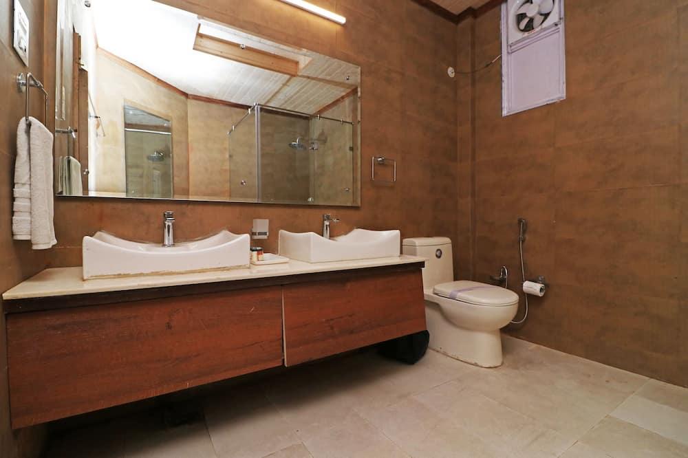 Sunset Family Suite - Bathroom