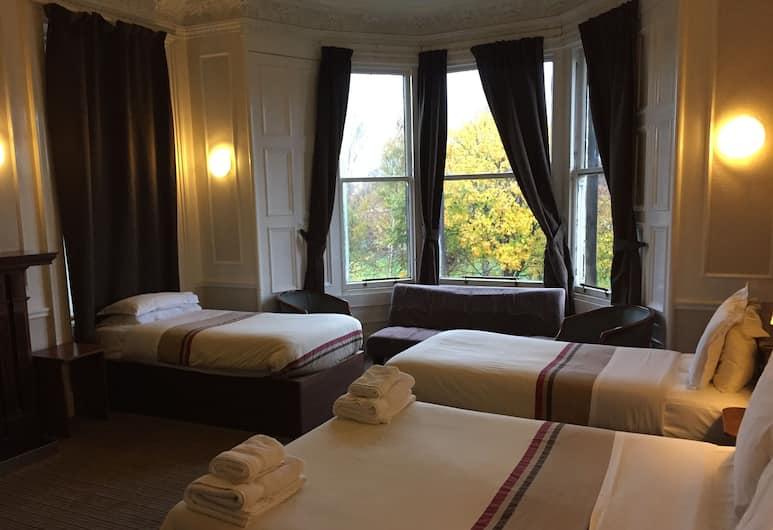 Edinburghhouse Hotel, Edinburgh, Quadruple Room, Guest Room