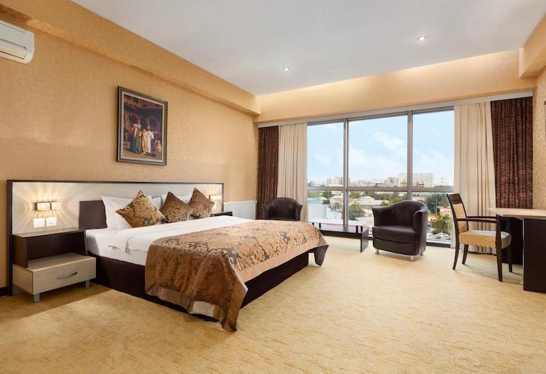 Отель Days by Wyndham Баку, Баку, Двухместный бизнес-номер с 1 двуспальной кроватью, для курящих, Номер