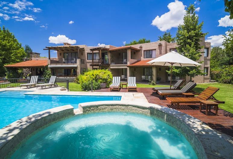 拉雷斯查克拉斯酒店, 沙克拉寇里亞, 泳池