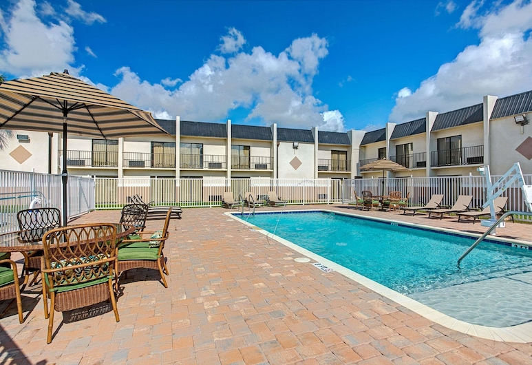 Days Inn & Suites by Wyndham Tampa near Ybor City, Tampa, Pool