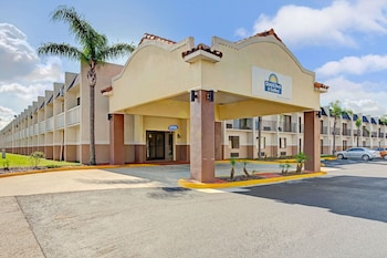 Picture of Days Inn & Suites by Wyndham Tampa near Ybor City in Tampa