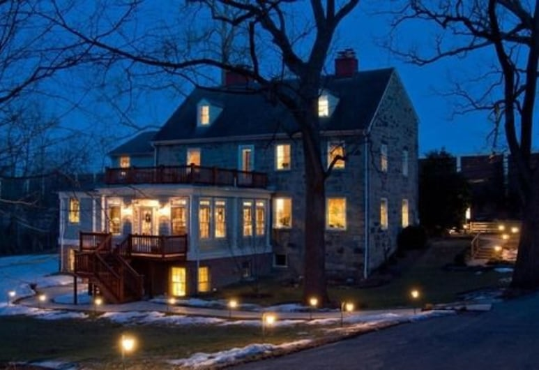 The Wayside Inn Bed & Breakfast, Ellicott City, Pročelje hotela – navečer/po noći