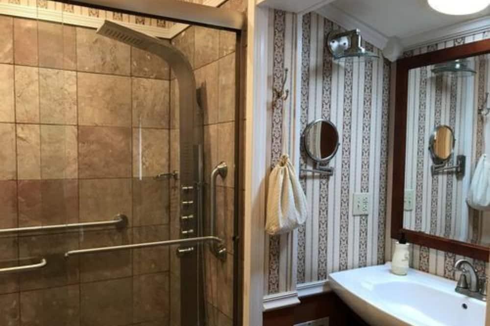 Lale Suite - Bathroom