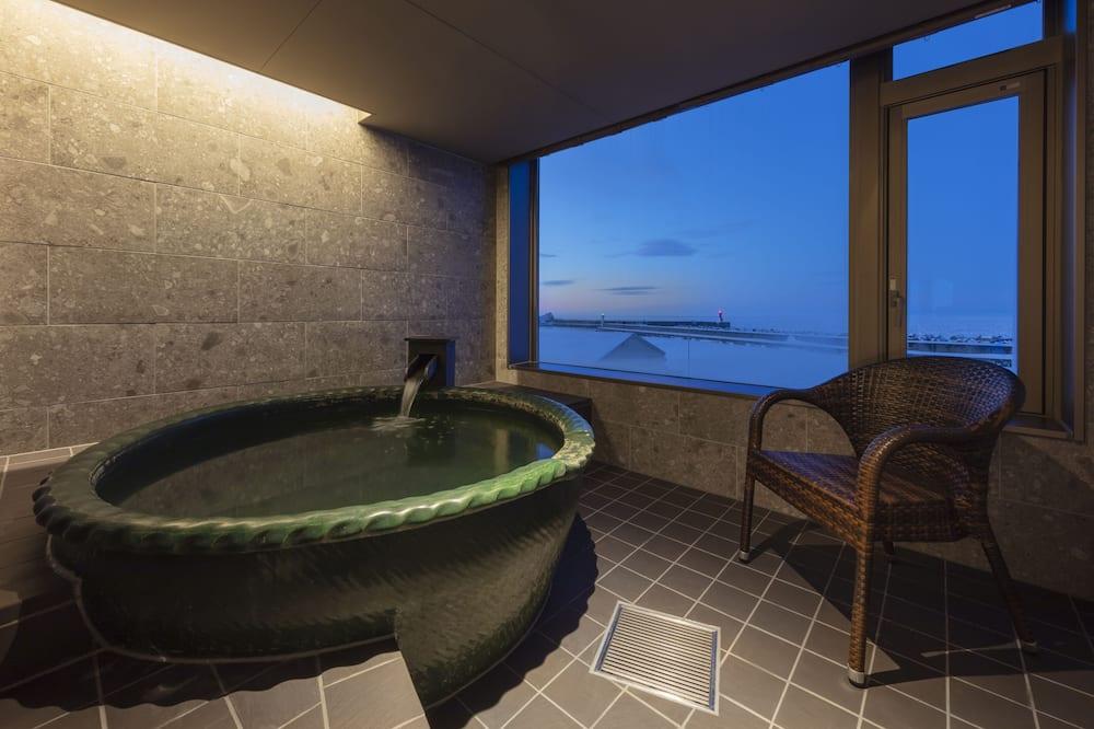 Habitación tradicional (Modern Japanese-Style, Private Onsen) - Tina de hidromasaje privada