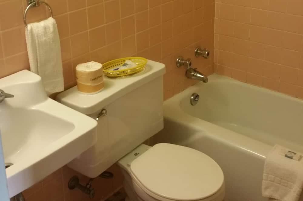 Classic-huone, 1 keskisuuri parisänky, Tupakointi kielletty - Kylpyhuone