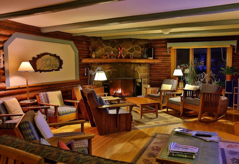 Auberge Le Lupin B&B, Mont-Tremblant, Lobby Sitting Area