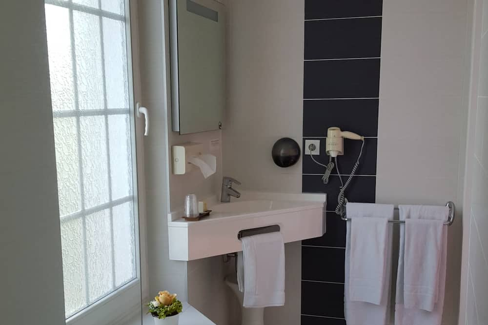 Traditional Double Room, 1 Double Bed, Park View, Garden Area - Bathroom