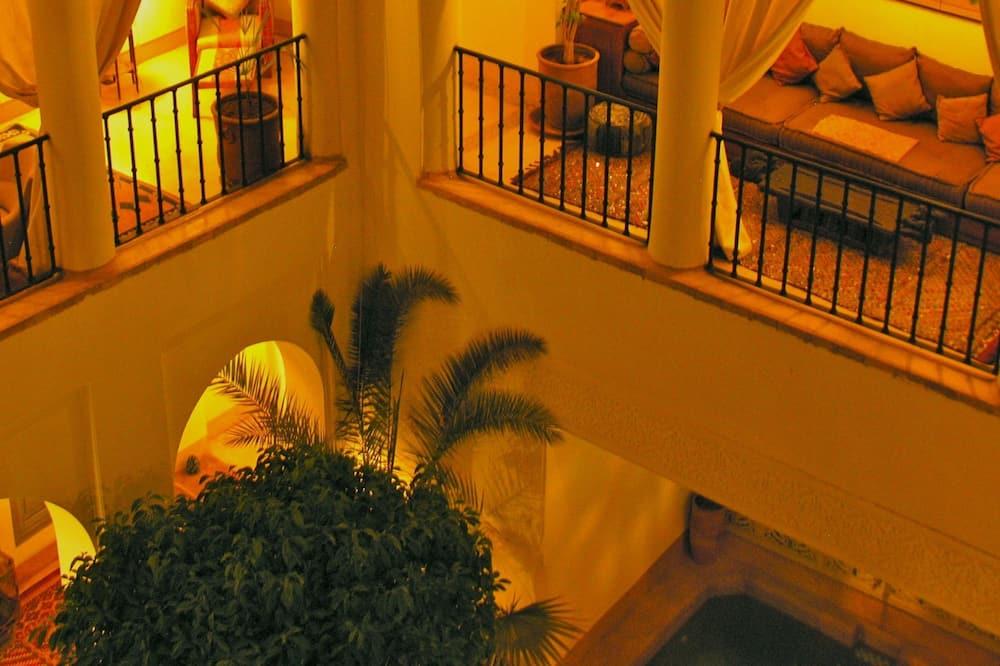 Pokój dwuosobowy, balkon, widok na dziedziniec (Menara) - Balkon